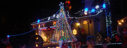 Holiday Helpers: Get Your Decorations and Light Display Professionally Installed